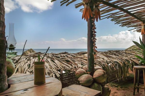 宾客们可边享用清凉饮品,边欣赏海天一色_meitu_1.jpg