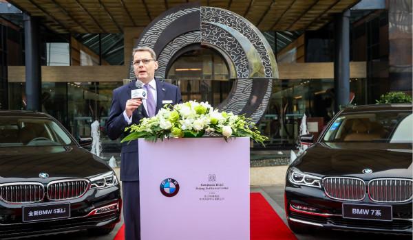 Mr. Torsten Dressler, Managing Director of Kempinski Hotel Beijing Lufthansa Center gives an appreciation speech at the BMW Fleet Handover Ceremony._meitu_2.jpg
