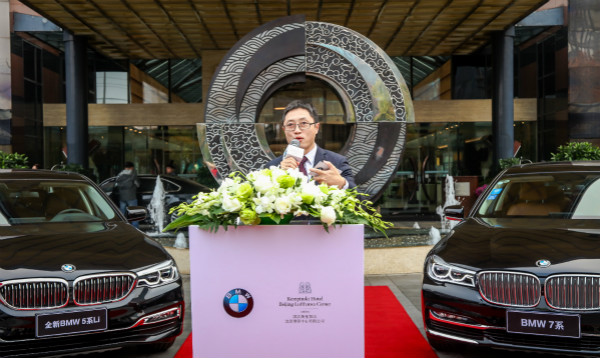 Mr. Tony Zhu, Vice President of Corporate, Authority and Diplomatic Sales, BMW Brilliance Ltd. delivers a warm speech at the BMW Fleet Handover Ceremony._meitu_1.jpg