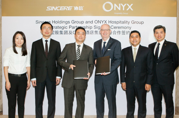 协信控股集团与ONYX酒店集团签署战略合作协议以及首两家位于上海的协信莎玛物业管理协议_meitu_1.jpg