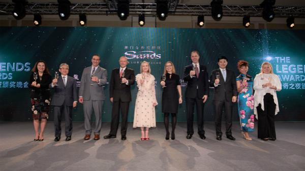 澳门金沙度假区管理层于年度销售颁奖典礼中举杯祝酒_meitu_1.jpg