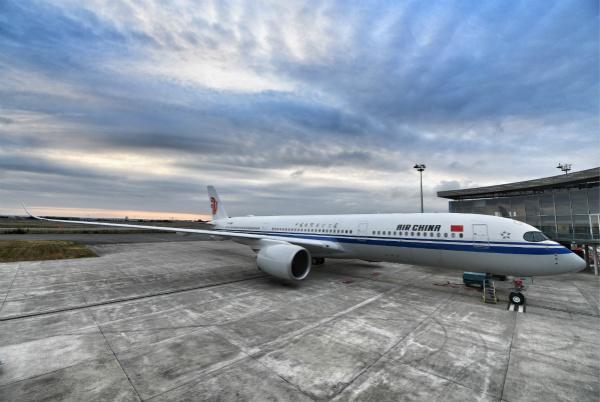 国航引进中国大陆首架空客A350客机_meitu_1.jpg