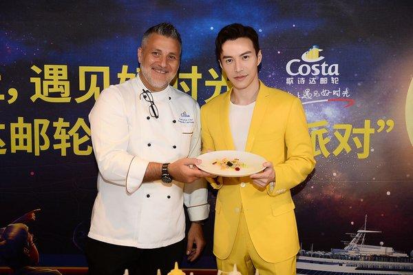 王冠逸与歌诗达邮轮行政主厨展示合作打造的意大利美食