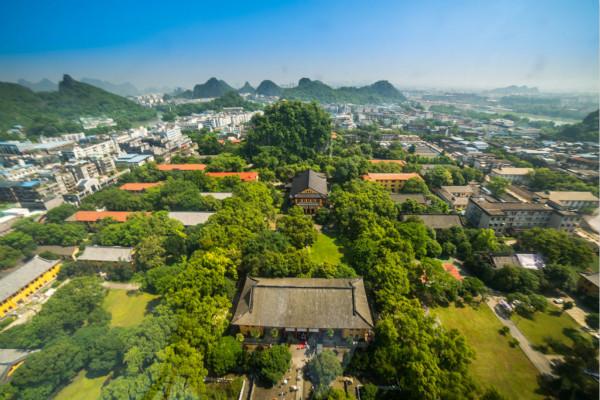 乘坐直升机俯瞰桂林山水_meitu_1.jpg