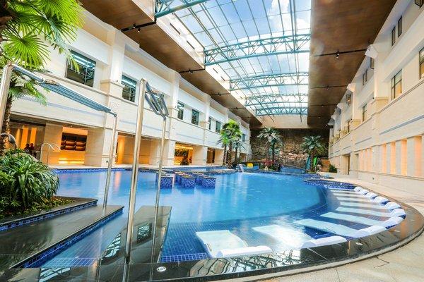 酒店室内温泉戏水区