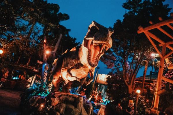 """新加坡环球影城""""好莱坞璀璨夜间巡游""""_失落的世界_meitu_1.jpg"""