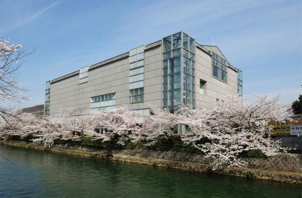 京都国立近代美术馆展出现代艺术和工艺品_meitu_1.jpg