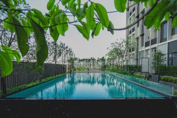 图为曼谷铂派酒店户外游泳池