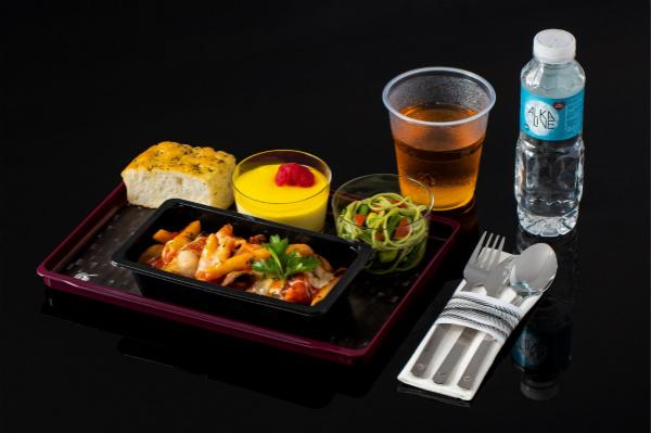 """卡塔尔航空推出全新经济舱机上餐食服务""""Quisine""""_meitu_1.jpg"""