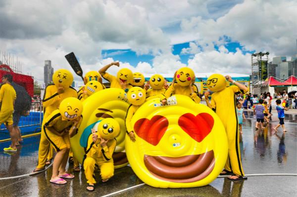 """3. 参加""""扮嘢大赛""""的队伍以创意、抢眼的造型上场,争夺""""特色造型大奖""""(图片来源:香港旅游发展局)_meitu_2.jpg"""