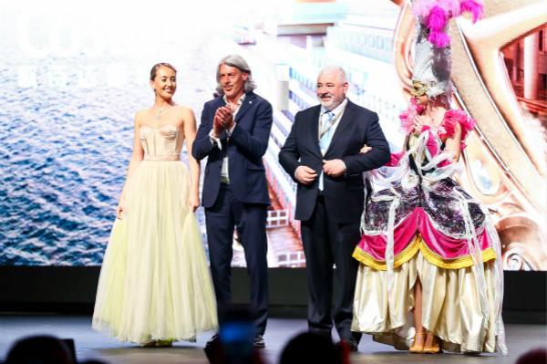 图片4:米其林三星餐厅主厨Umberto Bombana与尤文图斯俱乐部传奇球星莫雷诺 托里切利(Moreno Torricell)亲临首航仪式_meitu_4.jpg