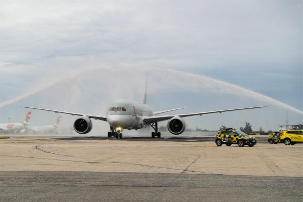 波音787梦想客机抵达里斯本_meitu_1.jpg