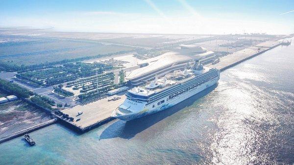 """云顶邮轮集团旗下星梦邮轮""""探索梦号""""首次抵达天津,并于天津国际邮轮母港举行隆重首航典礼。"""