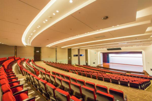 云顶剧场可容纳962人并配备专业会议设施_meitu_1.jpg