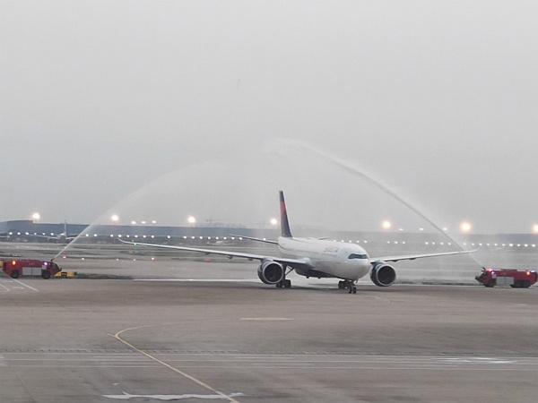 达美航空最新宽体客机空客A330-900neo飞抵上海浦东机场_meitu_1.jpg