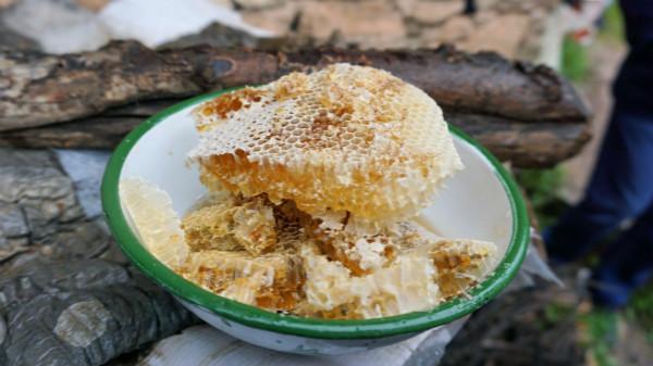当地生产的优质纯天然蜂蜜_meitu_2.jpg