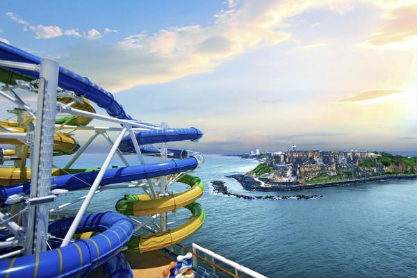 """皇家加勒比""""海洋自由号""""游轮完美风暴水滑道_meitu_2.jpg"""