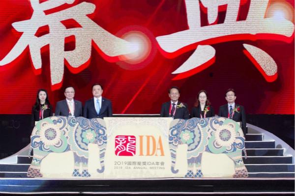 1.泰国副总理Anuthin Chanvirakul为2019年国际龙奖(IDA)年会开幕_meitu_2.jpg