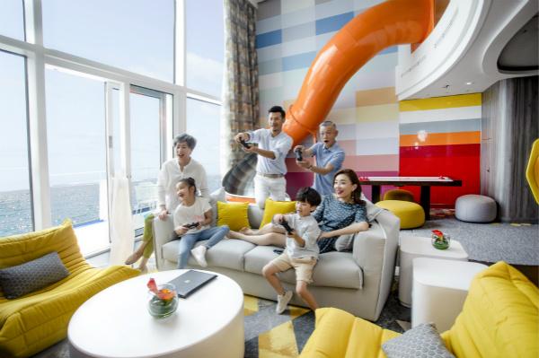 """皇家加勒比""""海洋光谱号""""完美家庭套房欢享时刻_meitu_2.jpg"""