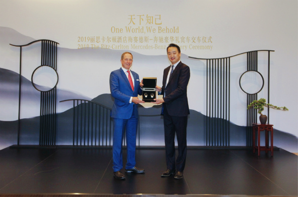 2019丽思卡尔顿酒店梅赛德斯-奔驰交车仪式_meitu_1.jpg