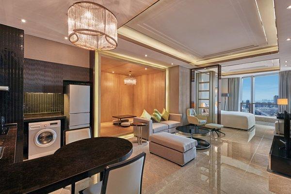 海景单间房(特大床)/ 开放式海景套房,配备完善厨房设施的宽敞公寓为旅途中的宾客带来家的温馨