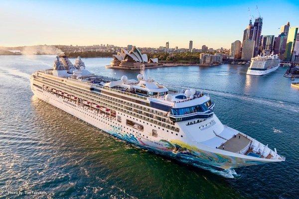 """星夢郵輪""""探索夢號""""于2019年10月27日首抵悉尼開展澳洲母港航季,星夢郵輪假座悉尼白灣郵輪碼頭(White Bay Cruise Terminal)舉行盛大首航典禮"""