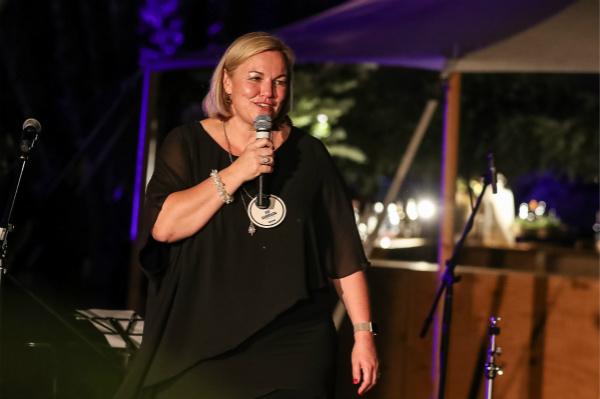 澳大利亚旅游局局长暨行政总裁韩斐励(Phillipa Harrison)女士在晚宴上发表致辞_meitu_1.jpg