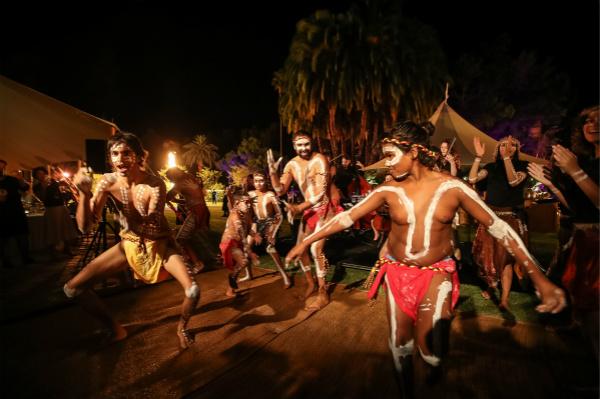 Dolce Ensemble管弦乐队与Wadumbah原住民舞蹈团合作献上精彩表演(2)_meitu_2.jpg