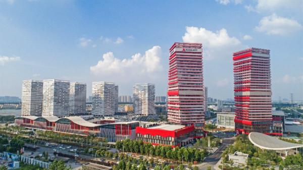 武汉卓尔万豪酒店外部的抽象设计令人联想起层层堆叠的典籍_meitu_1.jpg
