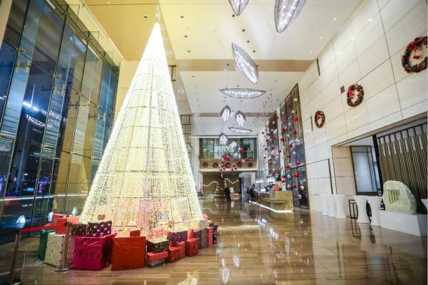 南昌国际博览城绿地铂瑞酒店举行圣诞亮灯仪式_meitu_1.jpg