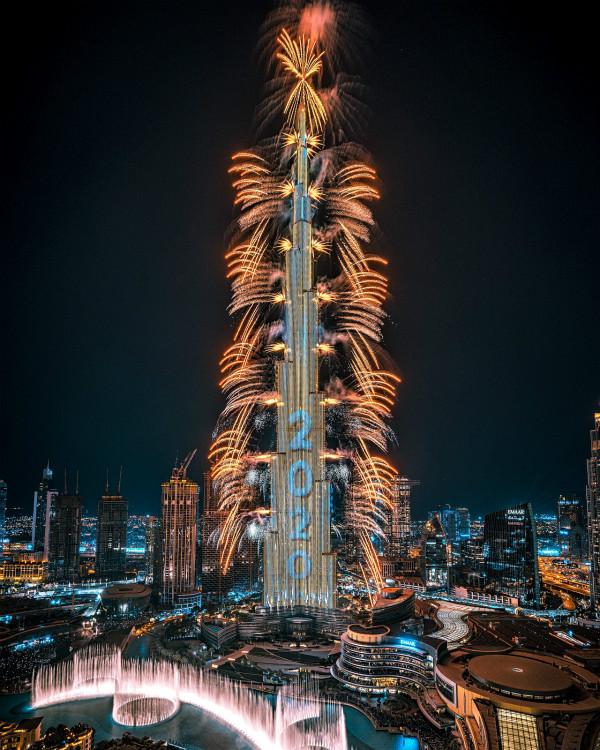 迪拜新年烟火如约点燃_meitu_1.jpg