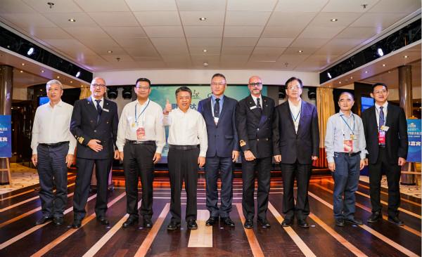 图片1:嘉宾代表共同参加歌诗达·新浪漫号三亚首航仪式_meitu_2.jpg