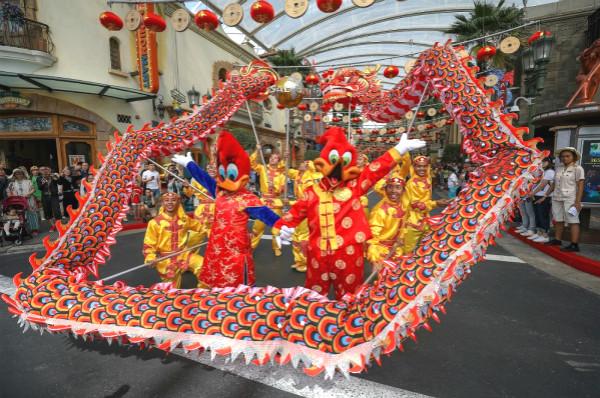 """新加坡環球影城""""飛龍在天""""賀歲大游行_meitu_1.jpg"""