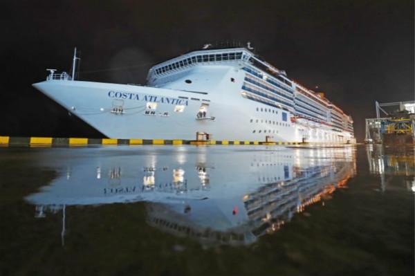圖片4:歌詩達·大西洋號停靠于上海吳淞口國際郵輪港_meitu_1.jpg