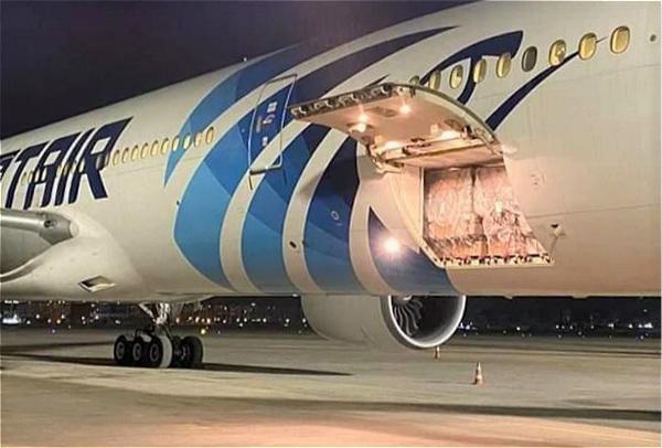 """埃及航空持续执飞货运航班 """"客改货""""助力医疗物资运输流通_meitu_1.jpg"""