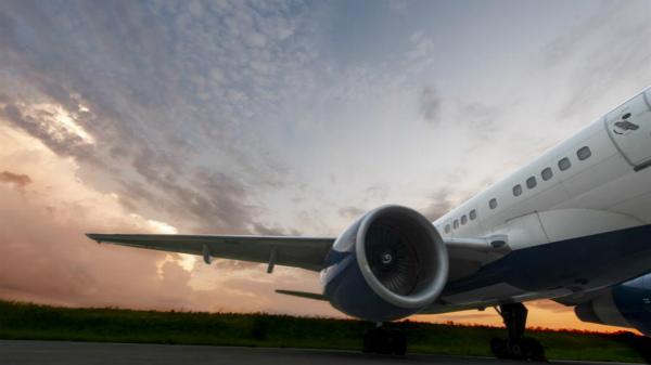 配图-达美航空强化安全规范,要求乘客在飞行全程佩戴口罩_meitu_1.jpg