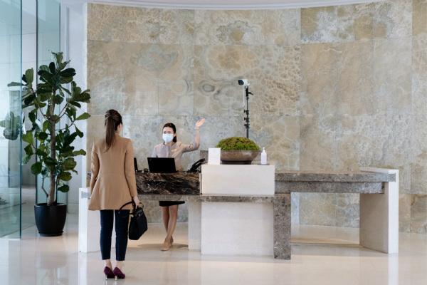 1. 酒店在入口處記錄客人的體溫_meitu_1.jpg
