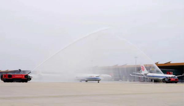 国航首架ARJ21飞机正式交付_meitu_1.jpg