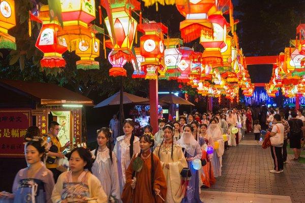 深圳锦绣中华-中国民俗文化村中秋千灯会