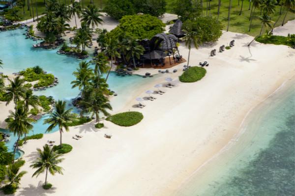 VistaJet-to-Islan_Laucala Private Island_Beach Bar_meitu_3.jpg
