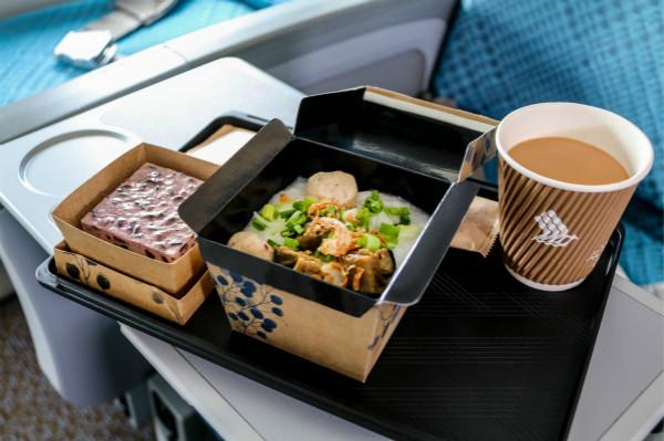 新航全新经济舱餐食 - 粥佐黑糯米蛋糕_meitu_2.jpg