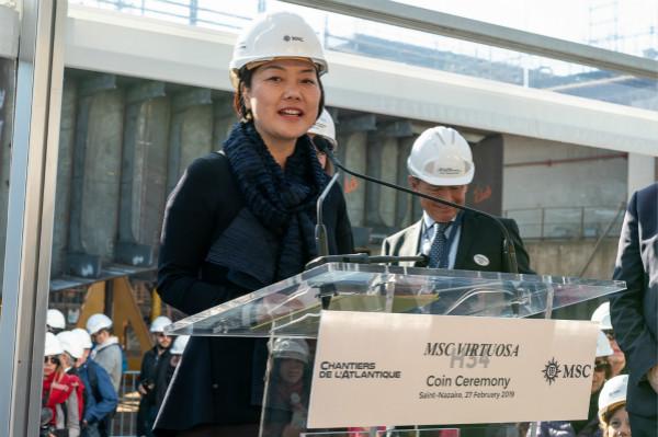图3:MSC地中海邮轮中国区总裁黄瑞玲女士担任华彩号硬币教母,她是全球首位担任硬币仪式教母的国际邮轮公司中国高管_meitu_1.jpg