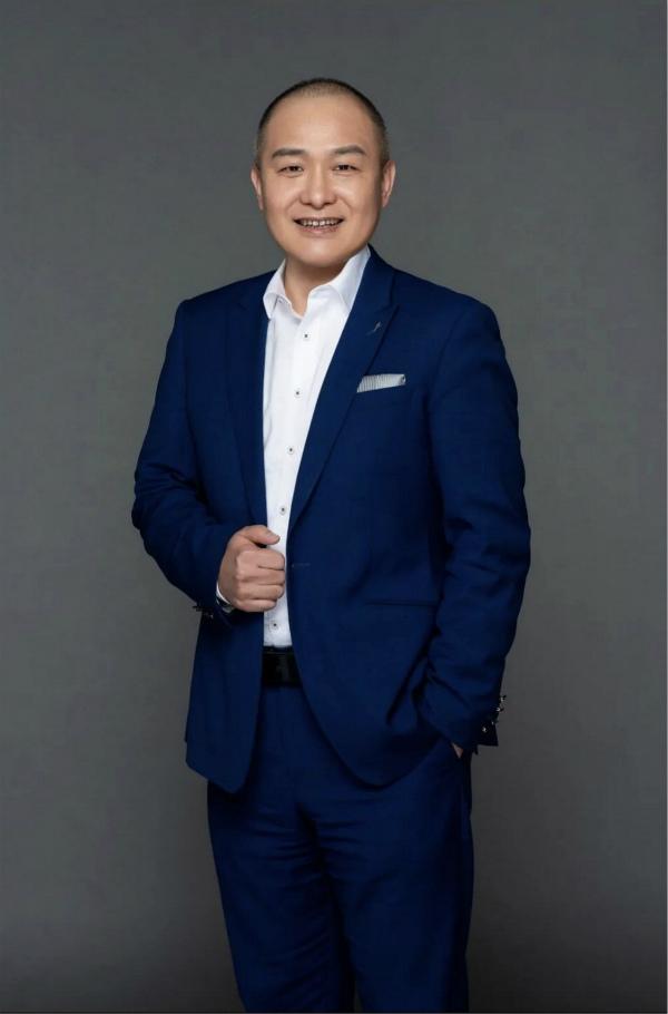 南昌绿地华邑酒店任命冯连胜先生为总经理_meitu_1.jpg