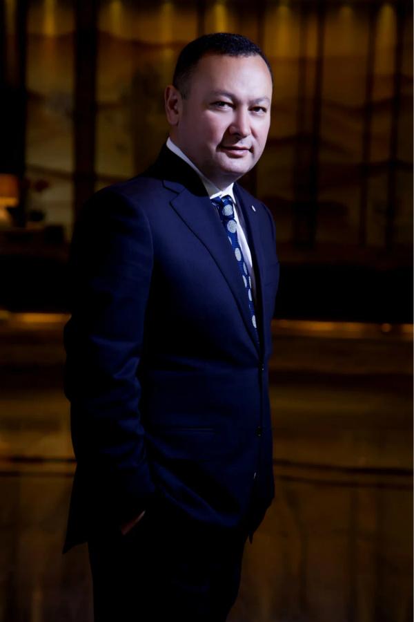 艾克拜尔·克尤木出任乌鲁木齐富力万达文华酒店总经理1_meitu_1.jpg