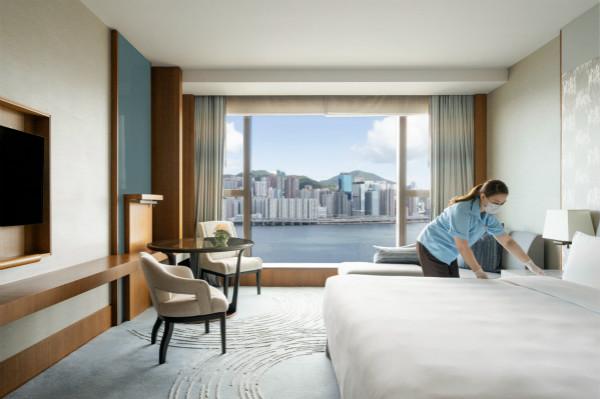2. 香格里拉酒店客房服务员全面做好高频接触表面和区域的深度清洁_meitu_4.jpg