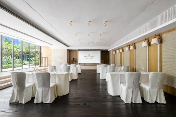1. 香格里拉酒店调整会议布局和座位以符合安全距离规范_meitu_2.jpg