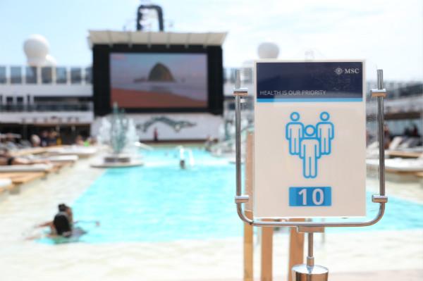 图4:泳池区域将限流开放,确保宾客间的安全社交距离_meitu_3.jpg