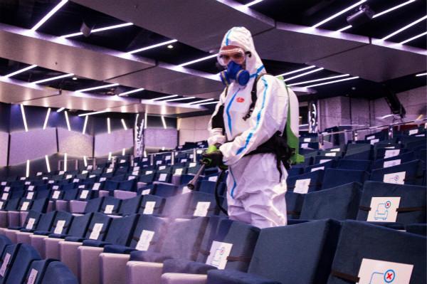 图2:工作人员每晚均对邮轮进行深层清洁和消毒_meitu_2.jpg