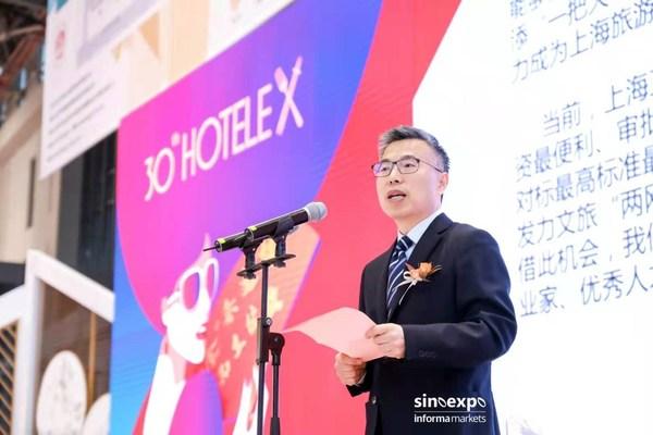 上海市文化和旅游局的局长方世忠先生在开幕式上发言