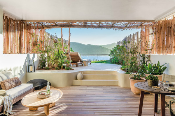Terrace_with_private_sundeck_and_sea_view_hres_meitu_3.jpg